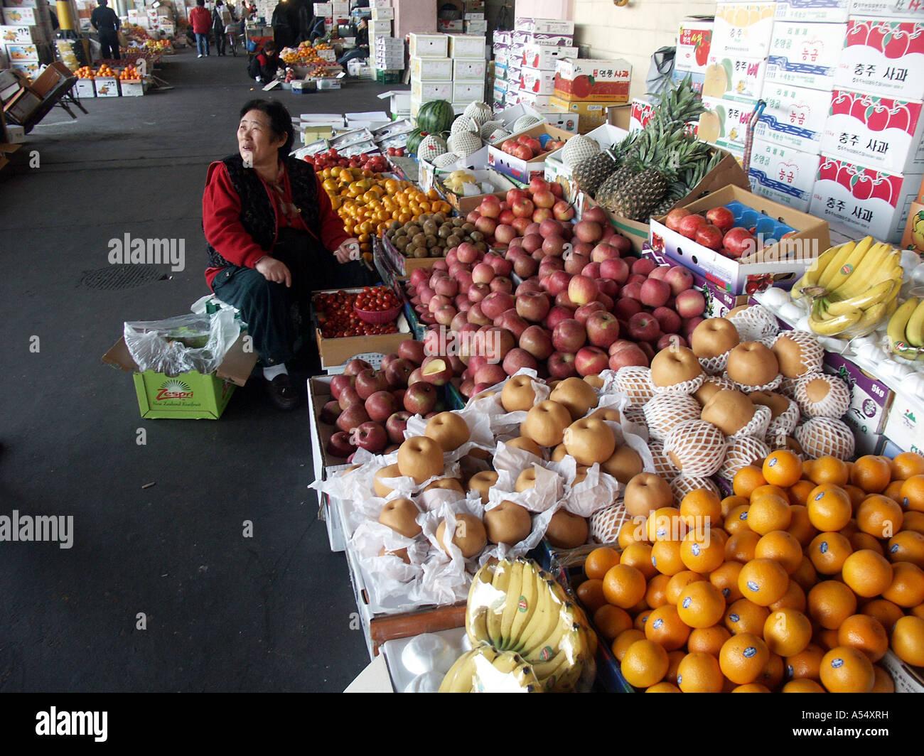 Painet ip2159 korea fruit sale karakan wholesale food for Outdoor food market