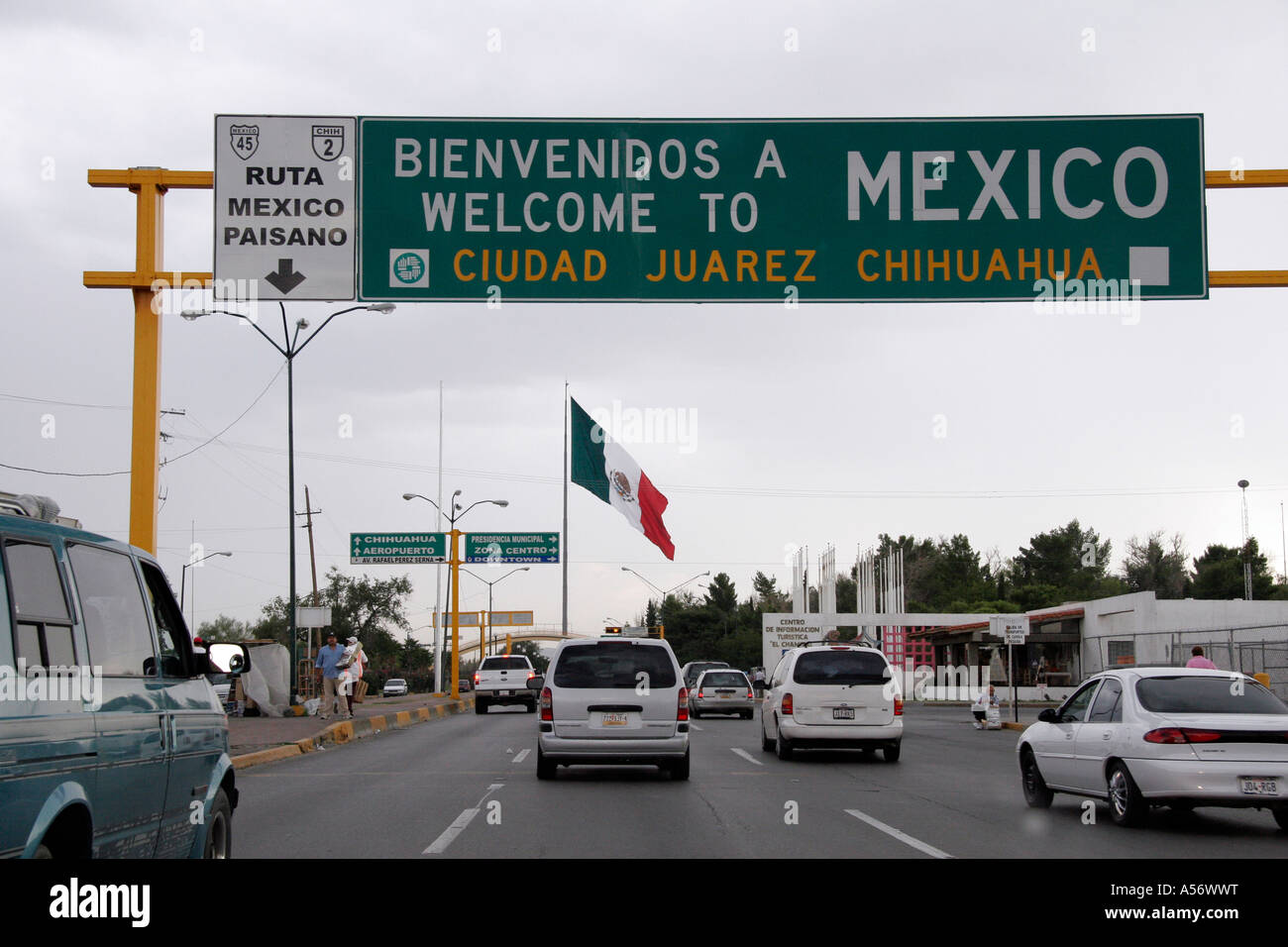 Painet Ja1012 Usa Cars Approaching Mexican Hispanic Immigration