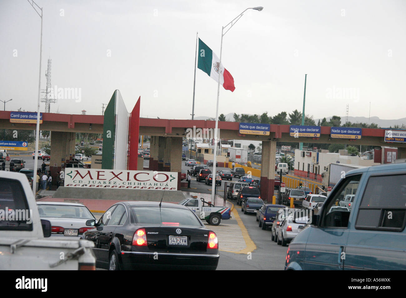 Painet Ja1014 Usa Cars Approaching Mexican Hispanic Immigration