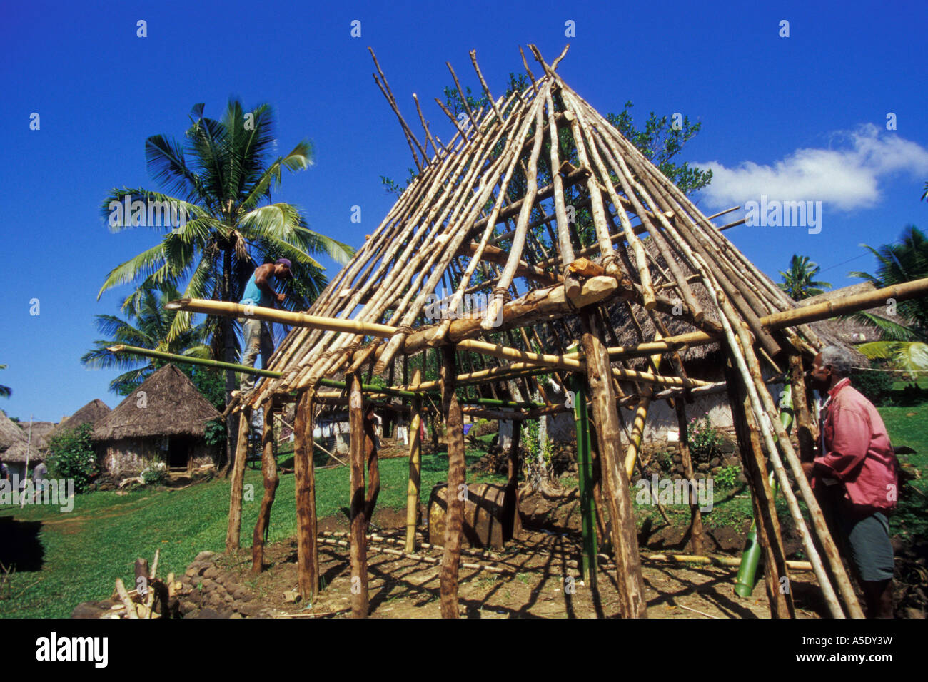 Traditional building of a house in the mountains of viti for Building a house in the mountains