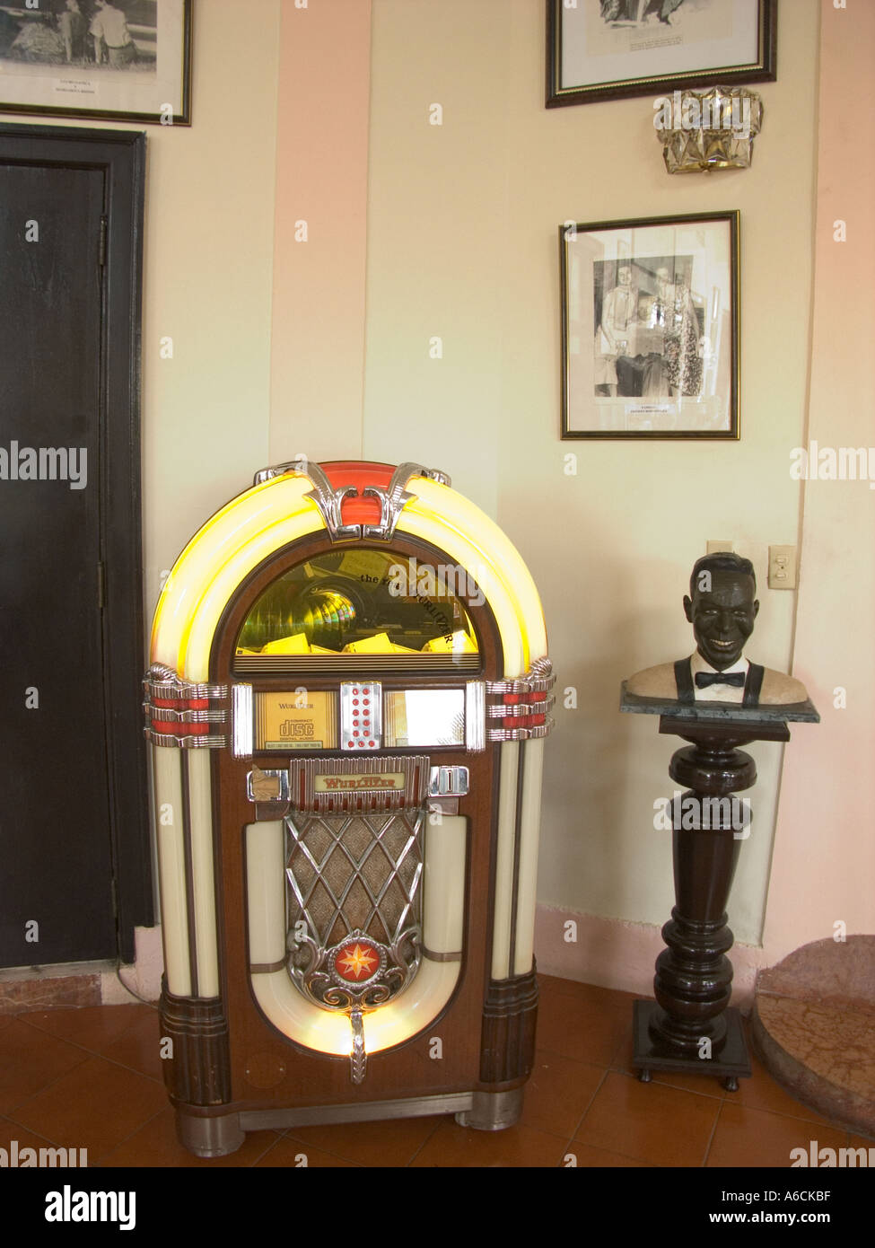 Hotel Internacional Cuba Havana Wurlitzer Juke Box In Hotel Internacional Stock Photo
