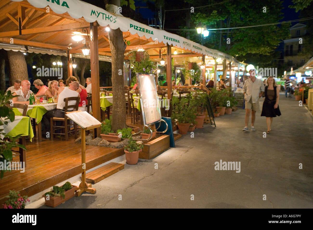 Restraunt Night Dunk Island: Outside Restaurant Taverna Pizzeria At Night In Benitses