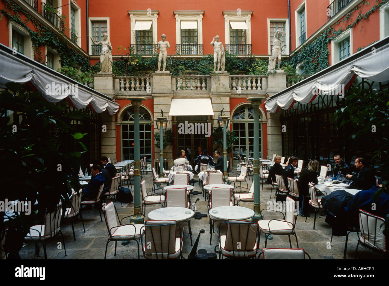 Restaurant Cost Paris