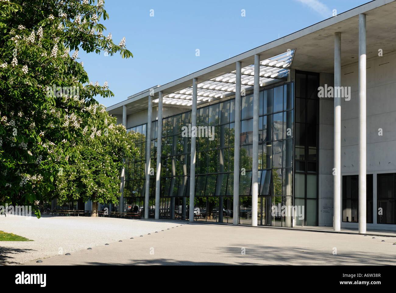 pinakothek der moderne munich bavaria germany stockfoto lizenzfreies bild 11651350 alamy. Black Bedroom Furniture Sets. Home Design Ideas