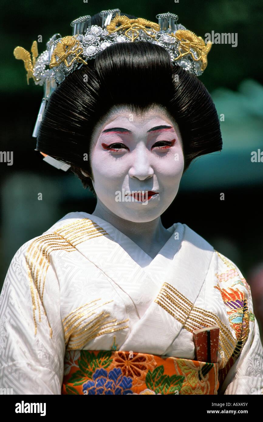 Kimono  Japan   KIMONO     GEISHA   Pinterest   Photos  Kimono     Pinterest Portrait of a Japanese woman  geisha posing for a picture  Gion area  Kyoto