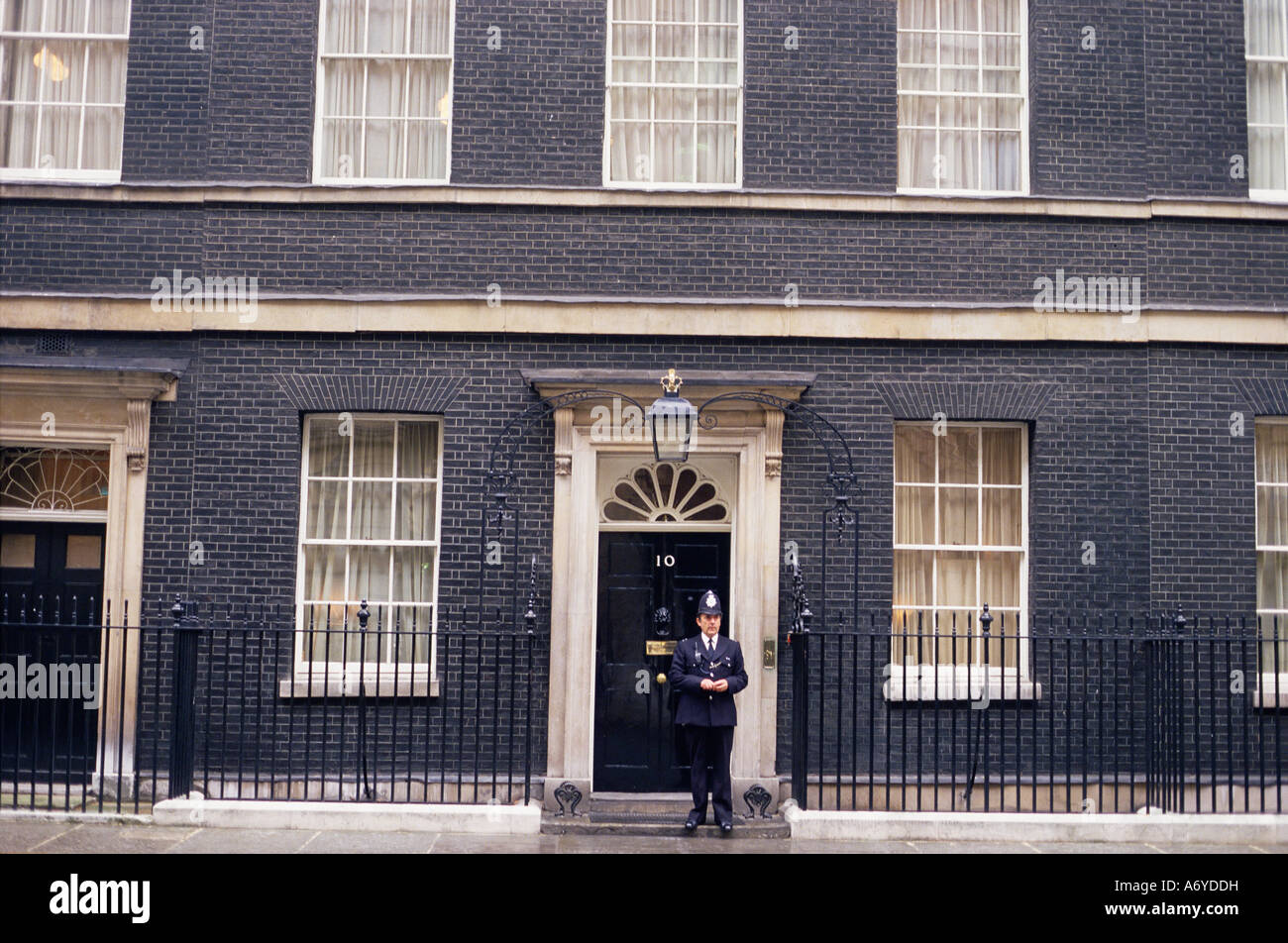 prime minister s london residence 10 downing street westminster stock photo 11673580 alamy. Black Bedroom Furniture Sets. Home Design Ideas