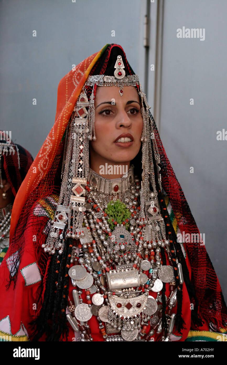 Israel jerusalem a yemenite jewish bride in traditional for Ancient jewish wedding dress
