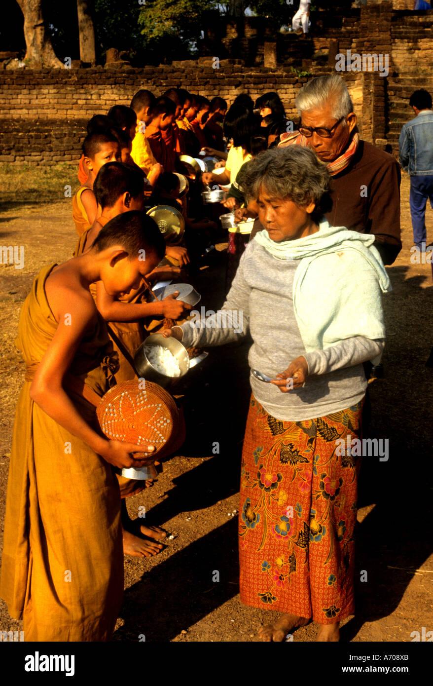 Thailand Thai Buddhist Monk Religion Temple Monks Eating Meal Rice - Thailand religion