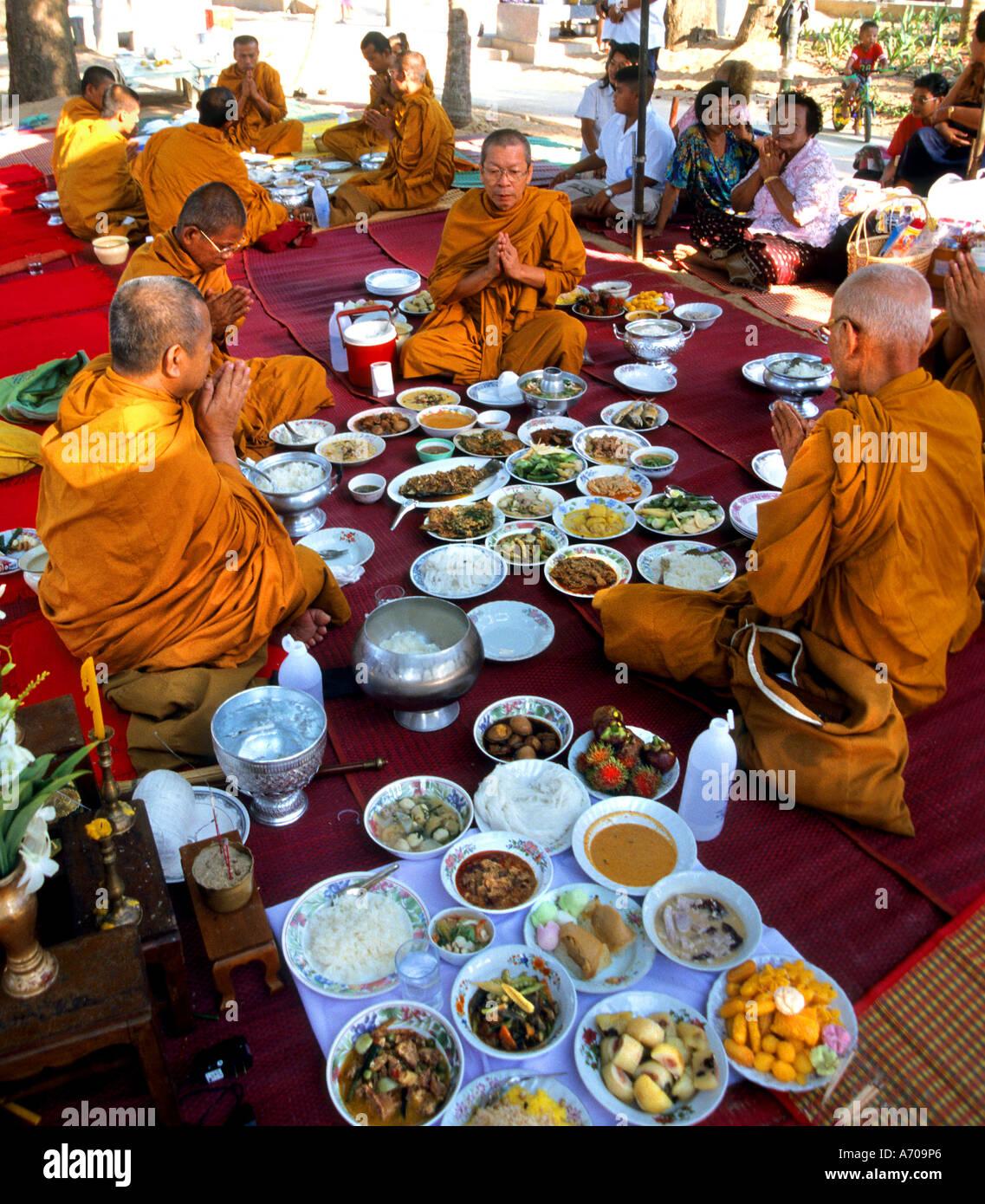 Thailand Thai Buddhist Monk Religion Temple Monks Eating Midday - Thailand religion