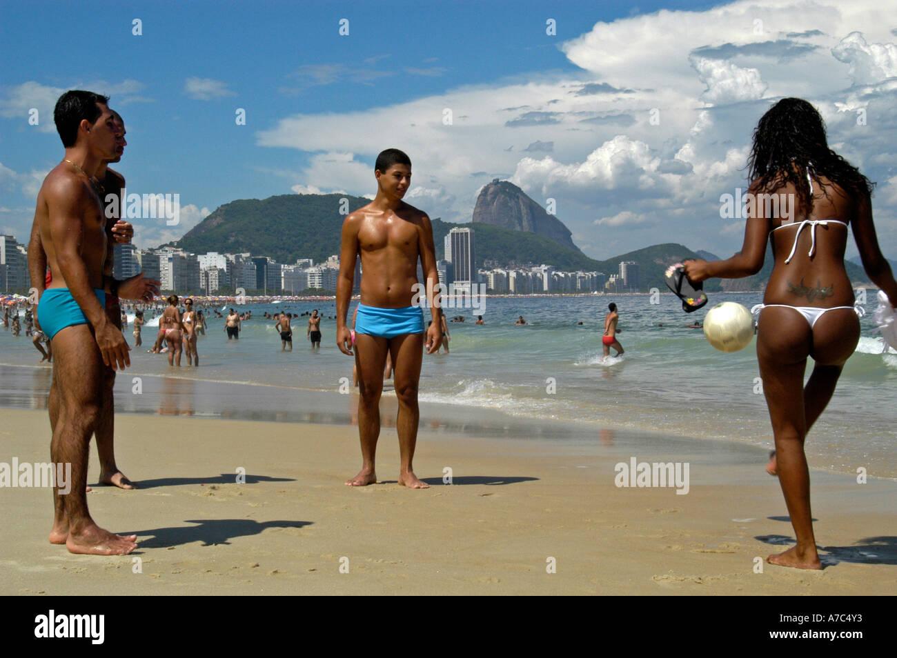 Пляжи копакабана фото девушек