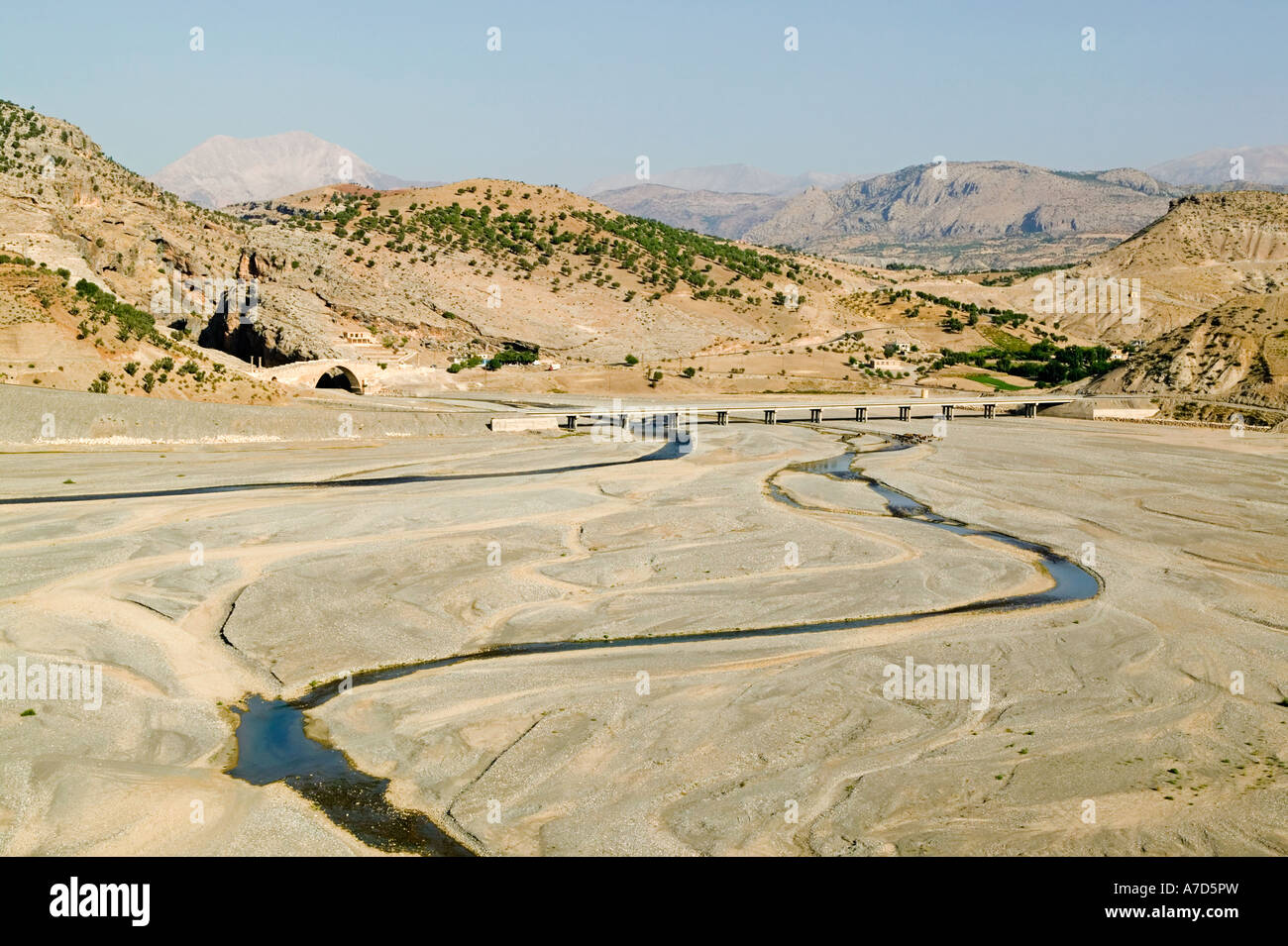 Euphrates River Drying Up Tributary of the Euphr...