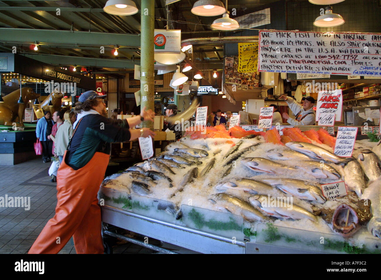 Pike place fish market fishmonger throwing fish pike place for Fish market seattle