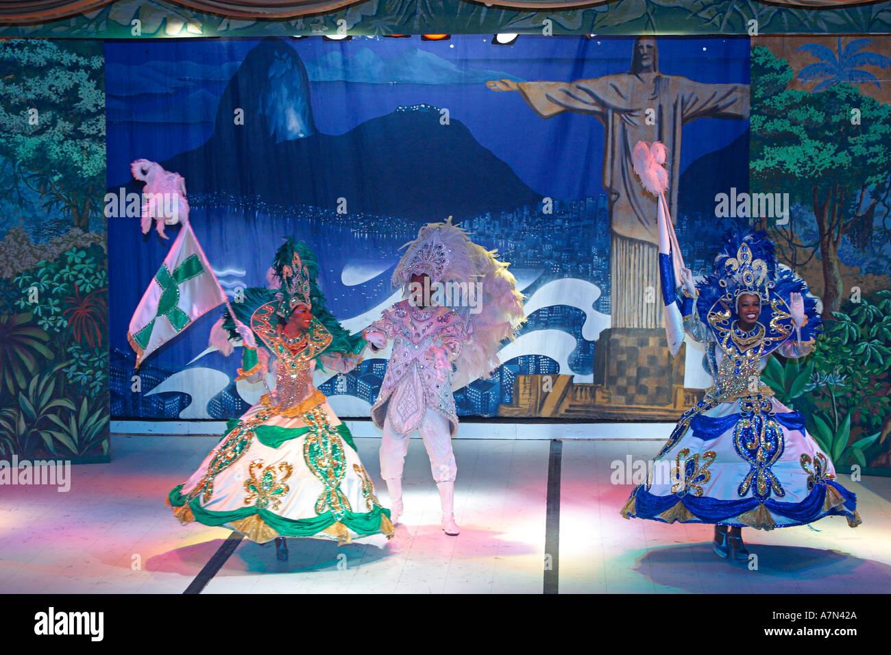 Brazil rio de janeiro samba show in leblon plataforma uno for Miroir club rio de janeiro
