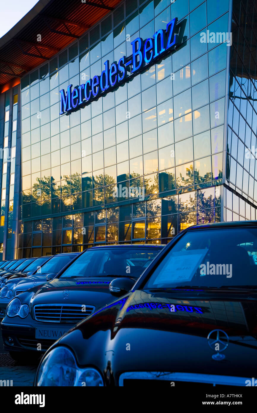 Mercedes benz dealership salzufer germany berlin for Mercedes benz dealer northern blvd