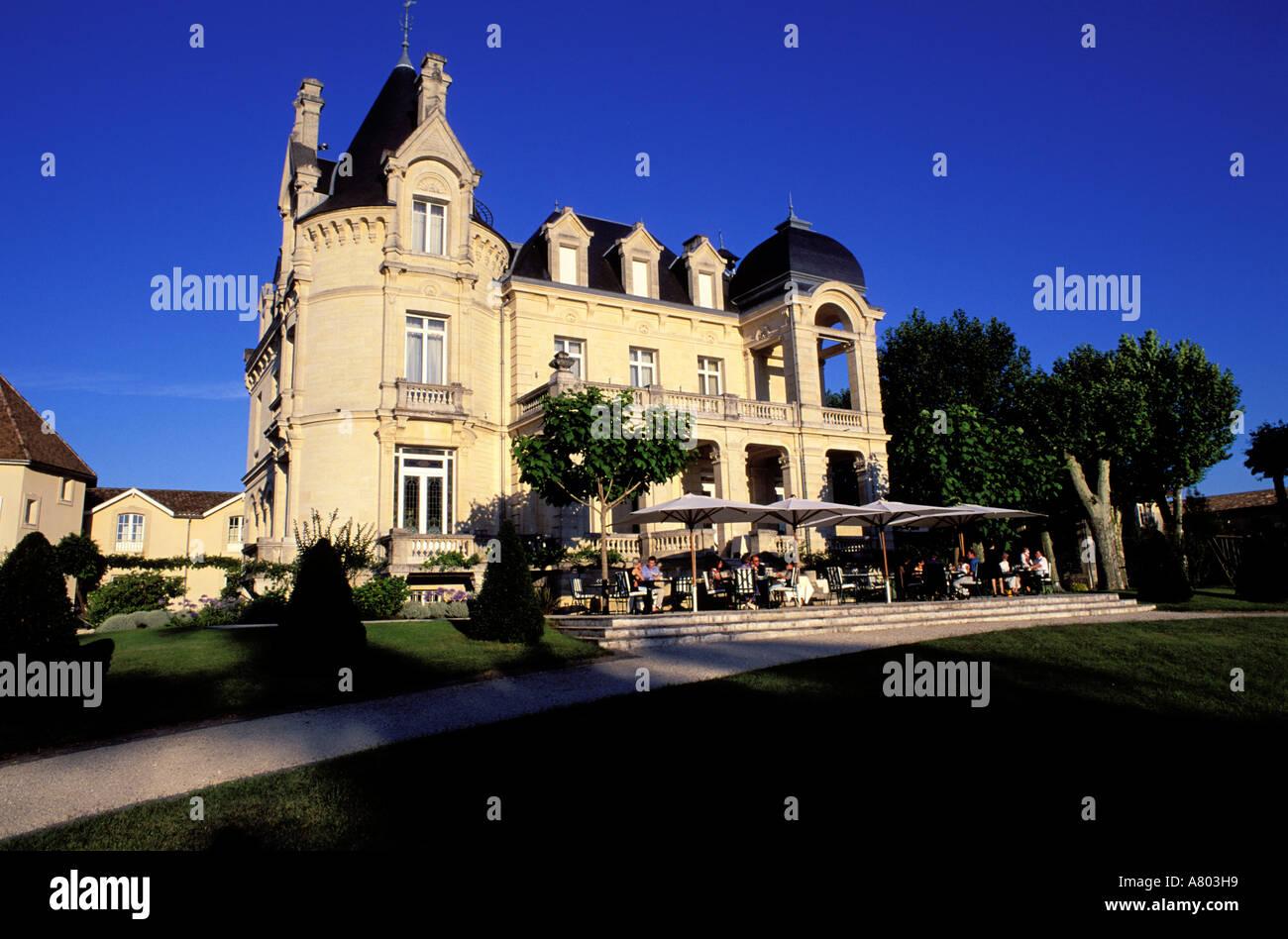 france gironde saint emilion grand barrail castle hotel bordeaux stock photo royalty free. Black Bedroom Furniture Sets. Home Design Ideas