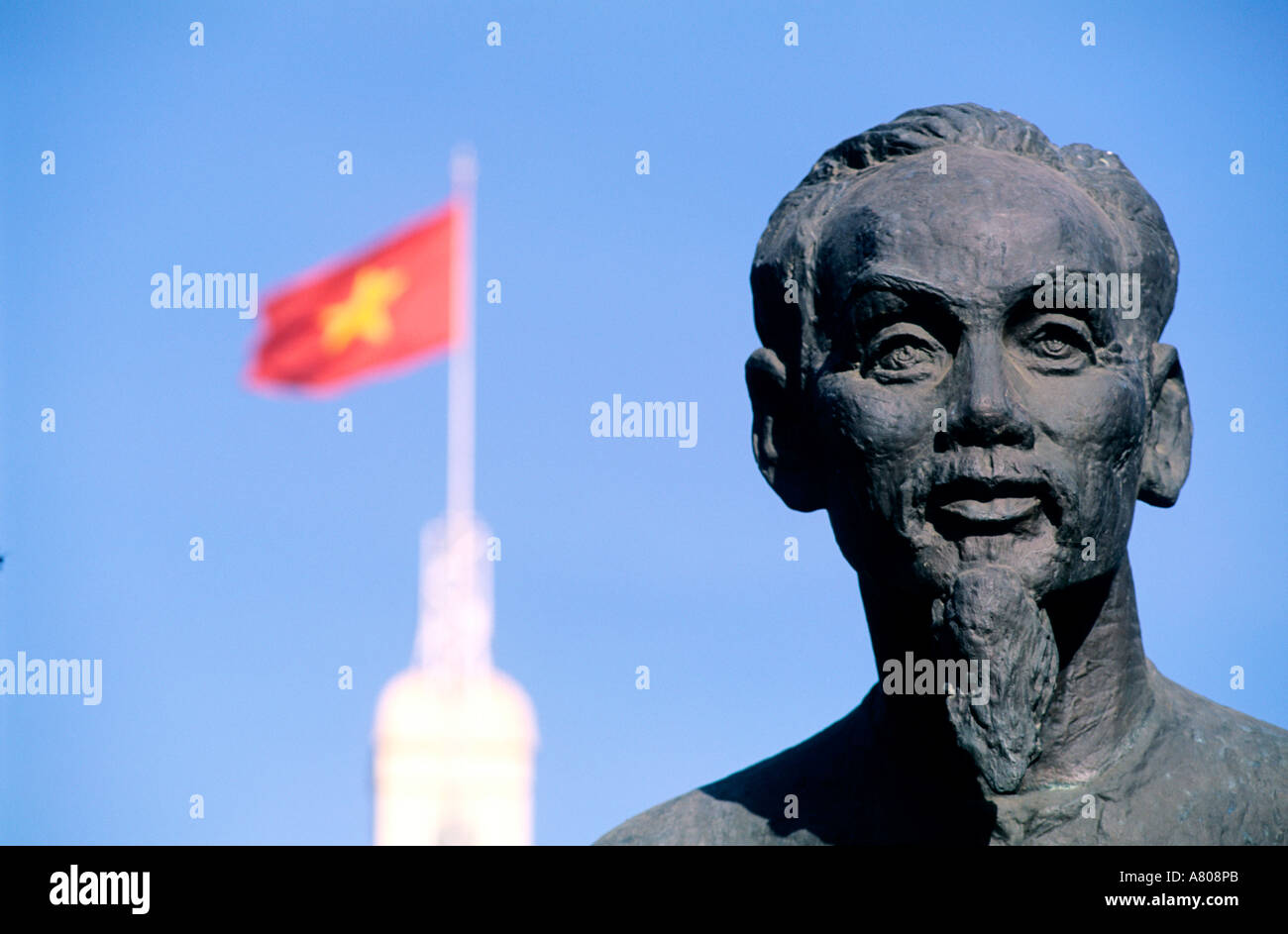 Stock Photo - Vietnam, Saigon (Ho Chi Minh City), Ho-Chi-Minh Statue in front of the town hall - vietnam-saigon-ho-chi-minh-city-ho-chi-minh-statue-in-front-of-the-A808PB