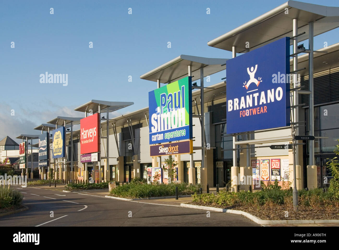 west thurrock lakeside retail park row of large superstore. Black Bedroom Furniture Sets. Home Design Ideas