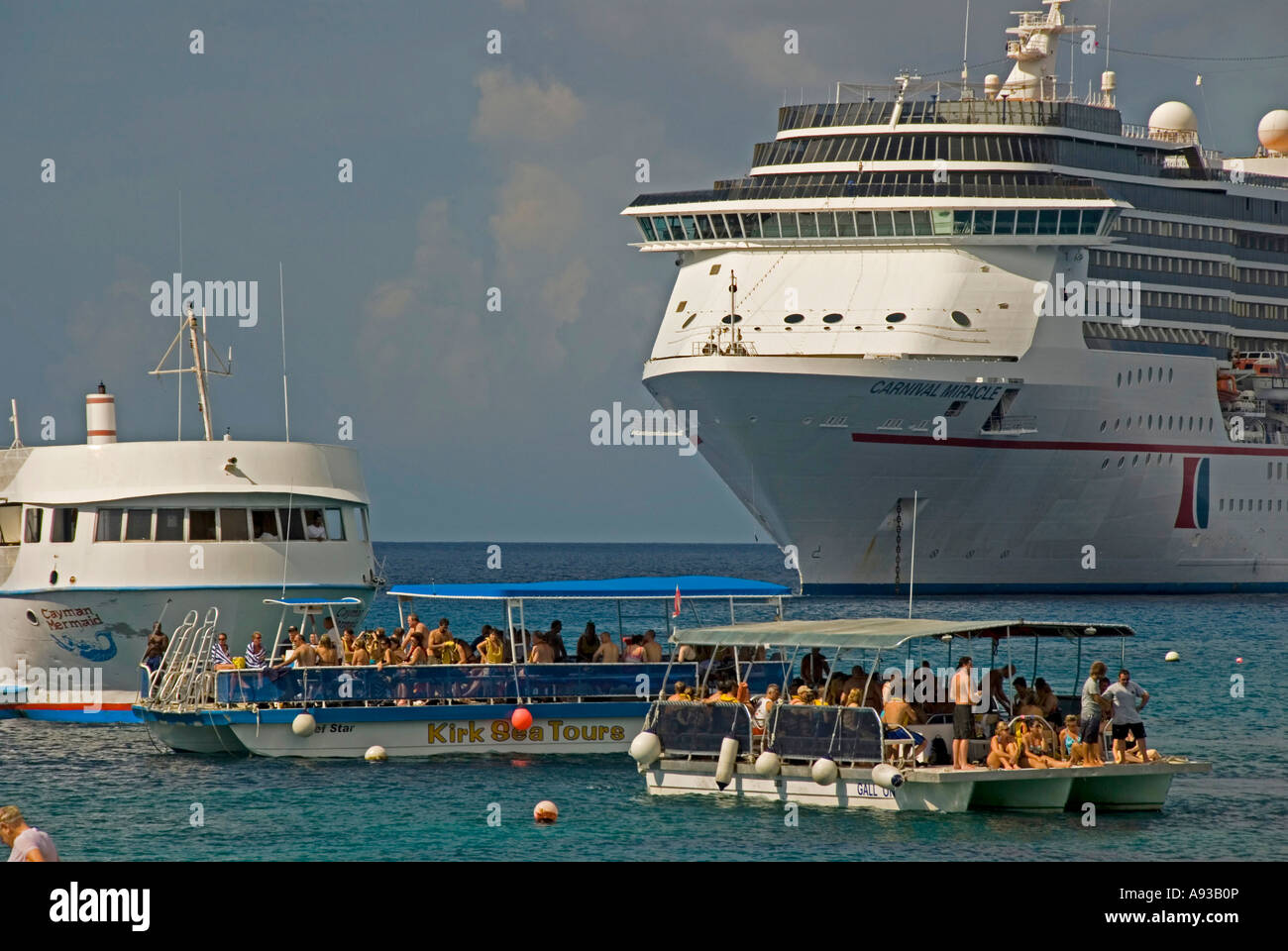 George Town Grand Cayman Cruise Ship Snorkel Tour Boats Stock - Cruise ship schedule for grand cayman