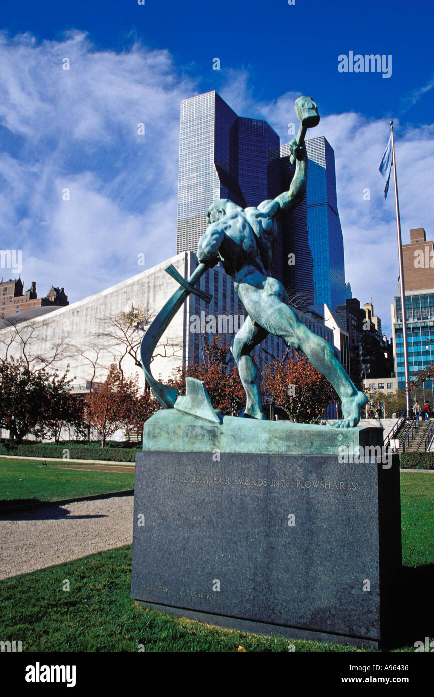 United Nations Compound Sword To Plowshares Sculpture Gift To UN ...