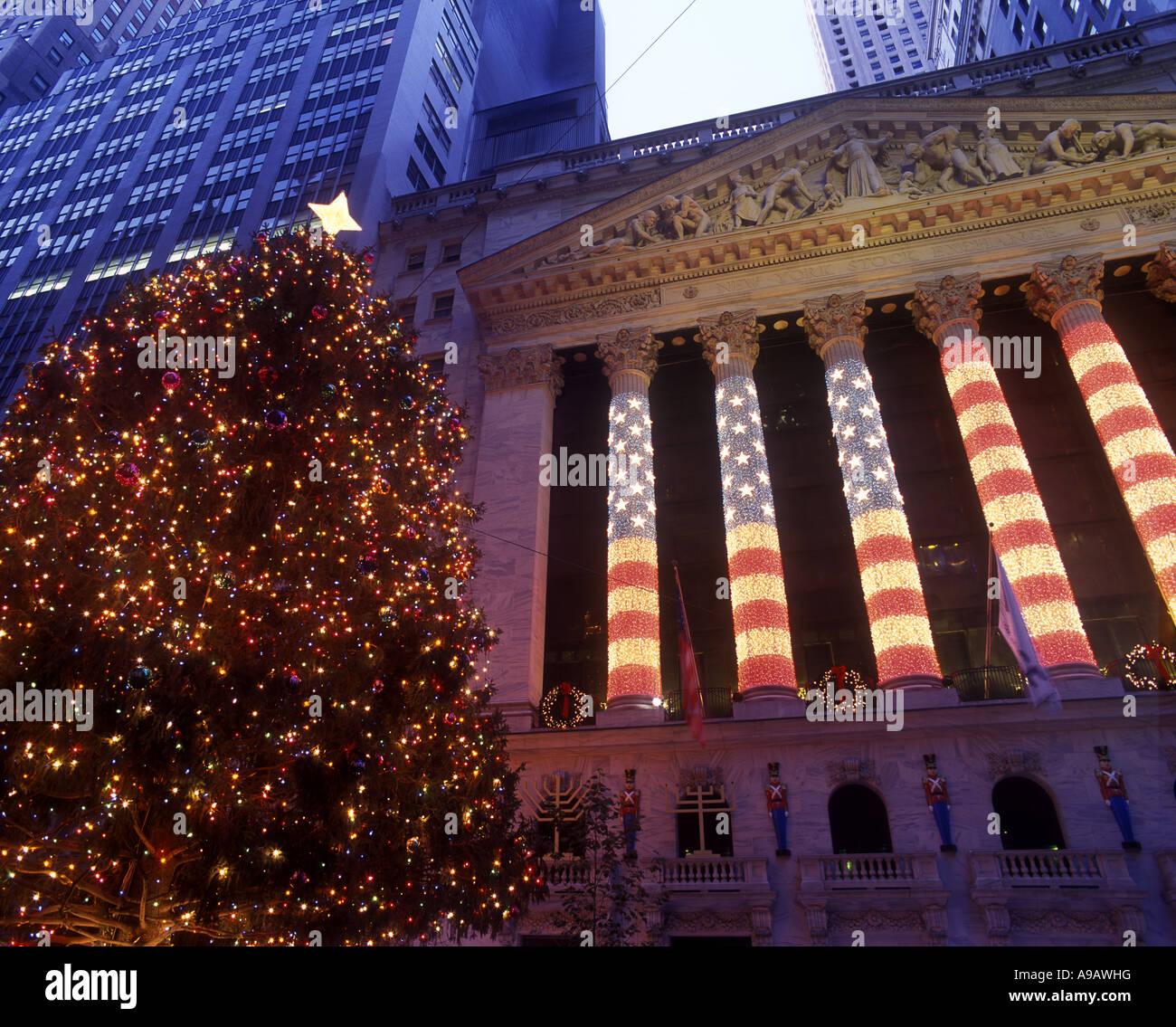 CHRISTMAS TREE LIGHTS WALL STREET STOCK EXCHANGE BUILDING DOWNTOWN