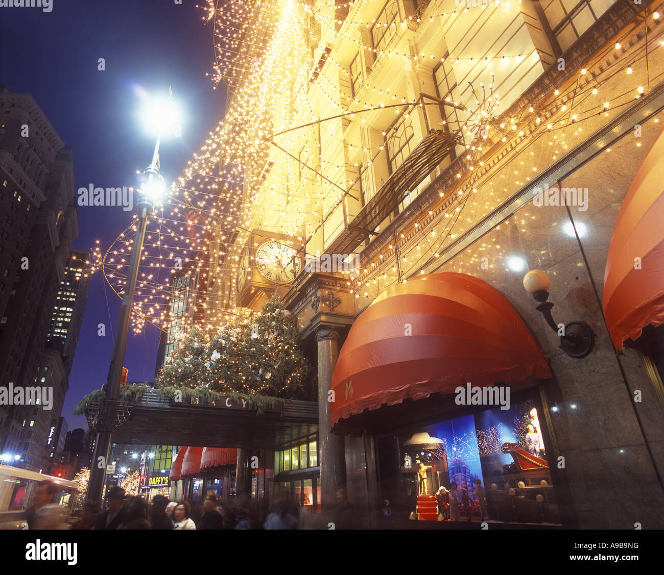 CHRISTMAS TREE LIGHTS MACYS STORE HERALD SQUARE MANHATTAN NEW YORK CITY USA