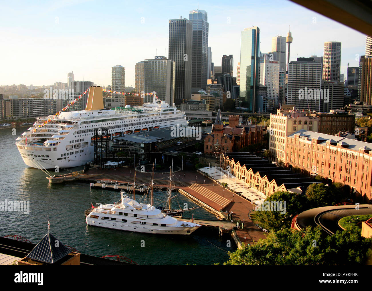 Circular Quay Sydney Australia with the P&O Cruise ship ...