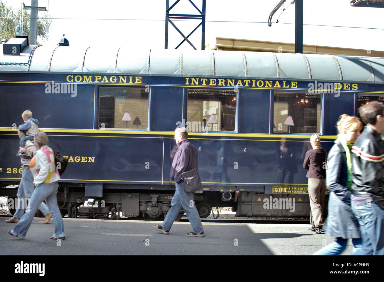 Paris france the orient express train in gare de l for Train tours paris austerlitz