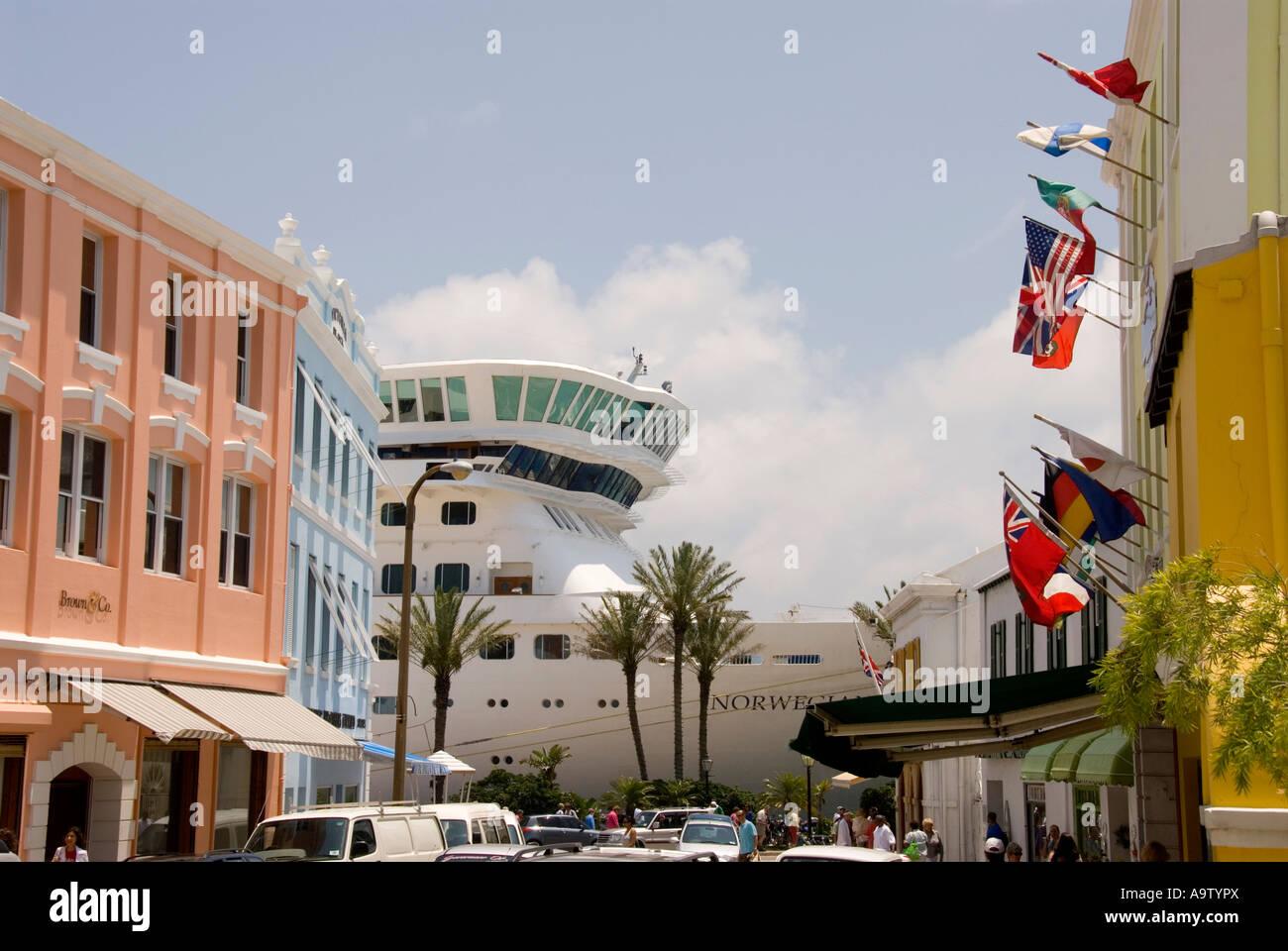 Bermuda Hamilton Front Street Shops Cruise Ship Stock Photo - Cruise ship shops