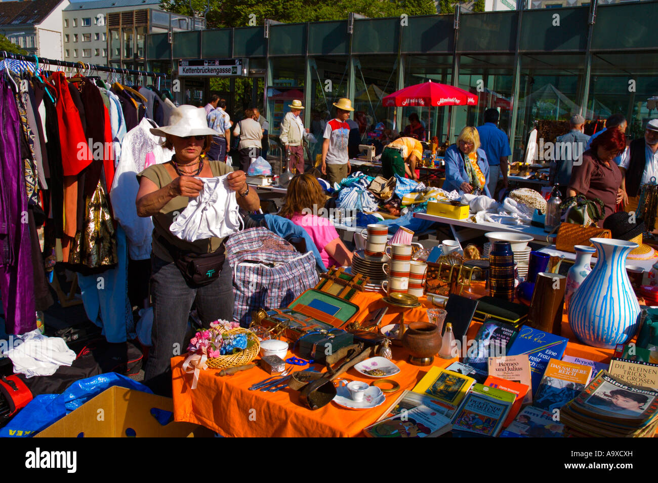 alt wiener flohmarkt market at kettenbr ckengasse metro station stock photo royalty free image. Black Bedroom Furniture Sets. Home Design Ideas