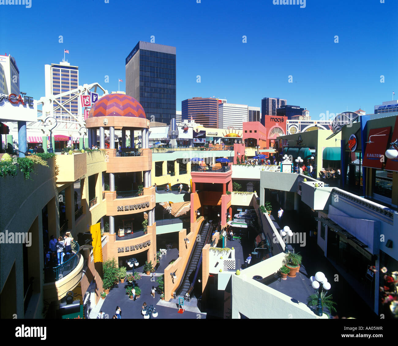 Jun 17,  · In the heart of downtown San Diego, the Gaslamp is the entry point for not only great restaurants, bars, and hotels but excellent shopping! 16 city blocks are filled with fascinating boutiques, national retailers, and professional services all within easy walking distance.5/5.