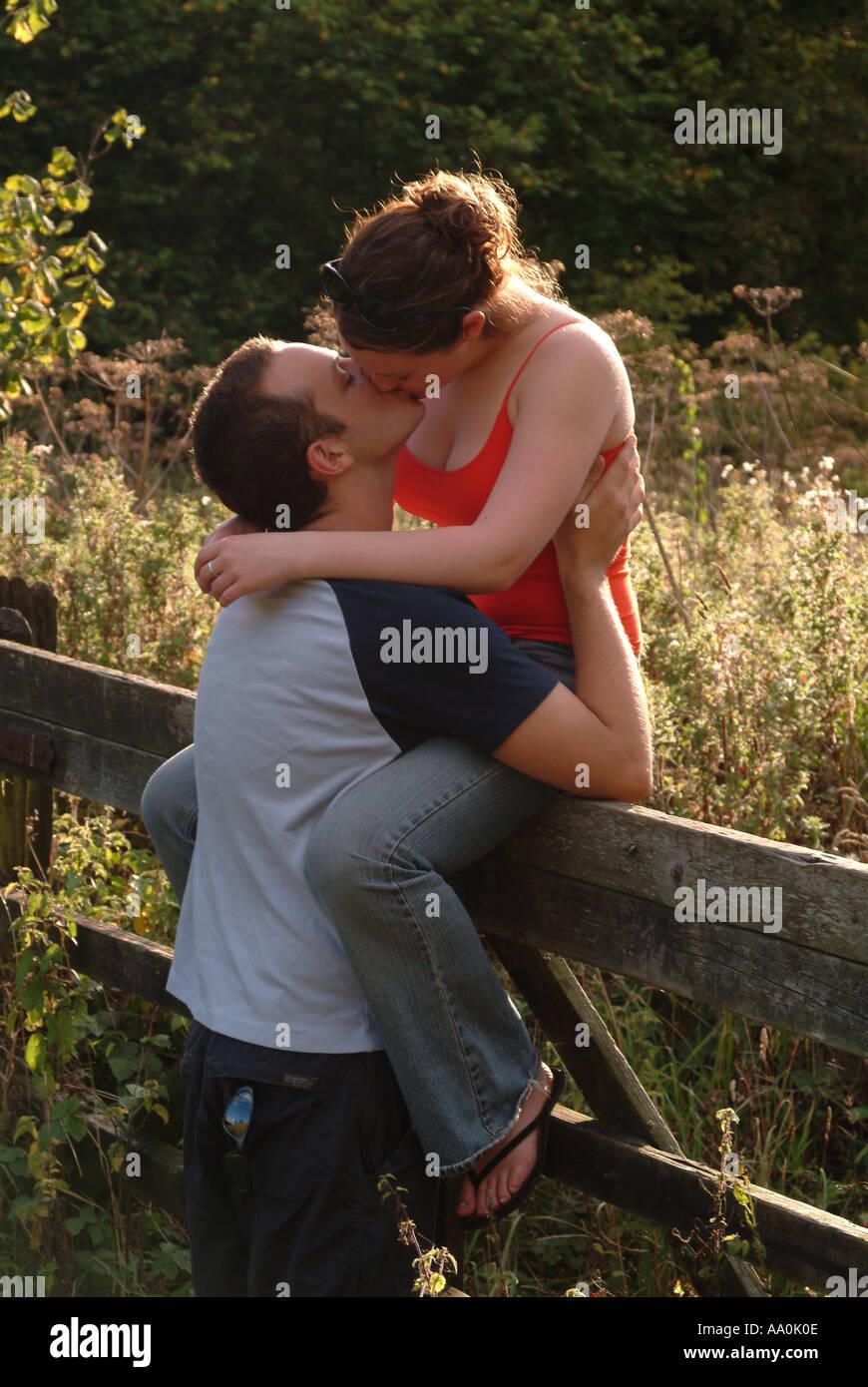 kissing gate online dating