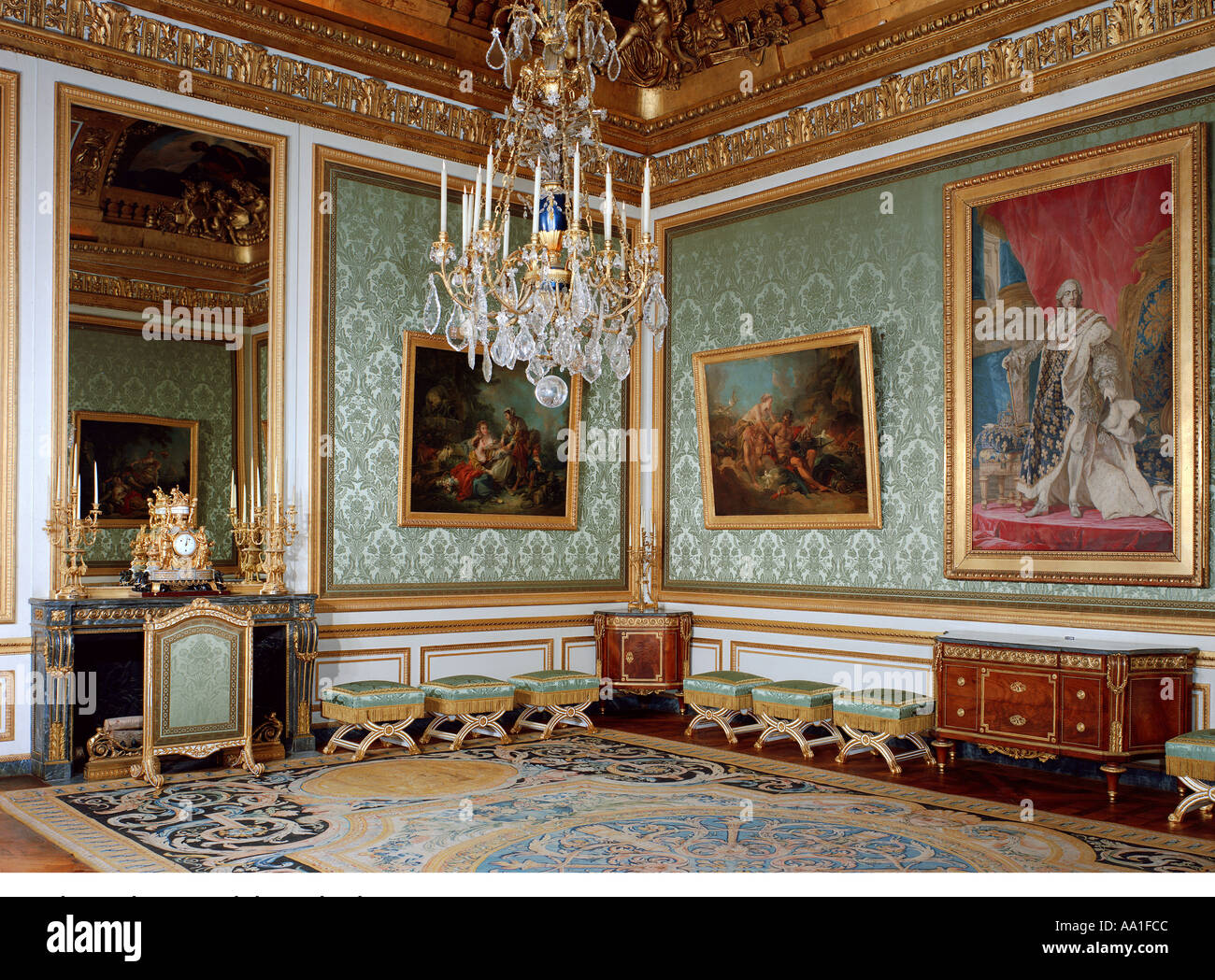 Palace of versailles salon des nobles de la reine stock for Salon de versailles