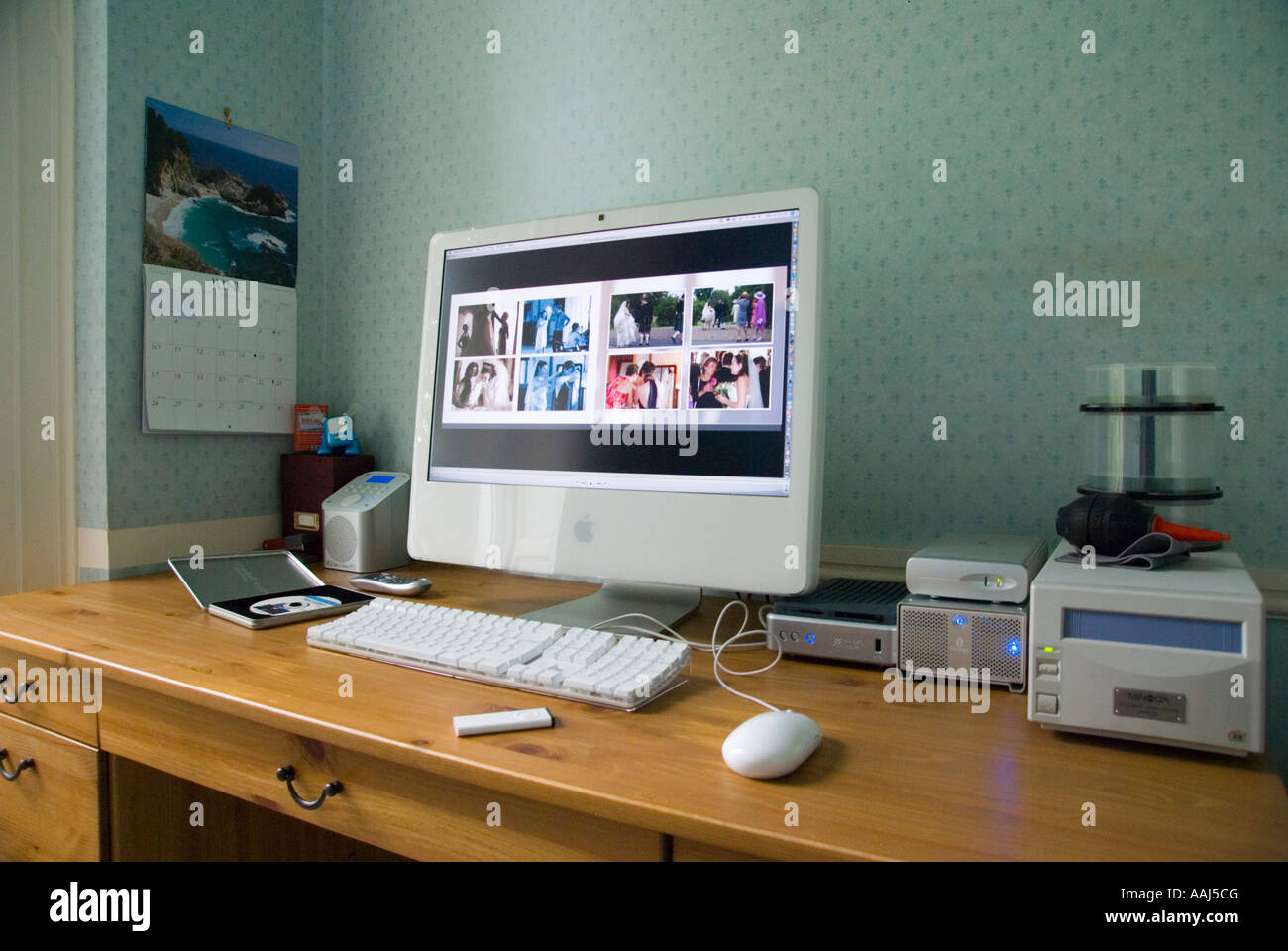 Apple IMac 24 Computer With Integral Large Screen In A Home Office  Environment May 2007