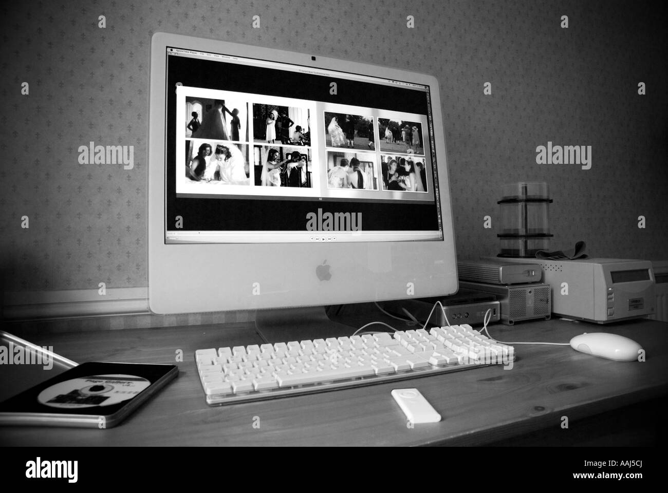 Apple IMac 24 Computer With Integral Large Screen In A Home Office  Environment May 2007 High Contrast Monochrome Version