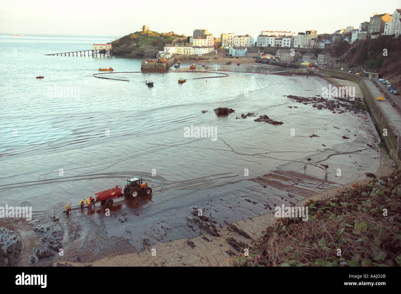 Contractors clean Tenby beach after tanker Sea Empress ran aground ...