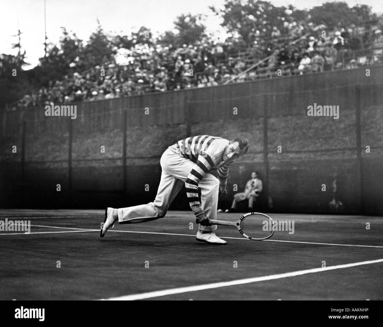 1920s CHAMPION TENNIS PLAYER BILL TILDEN IN ACTION ON THE COURT