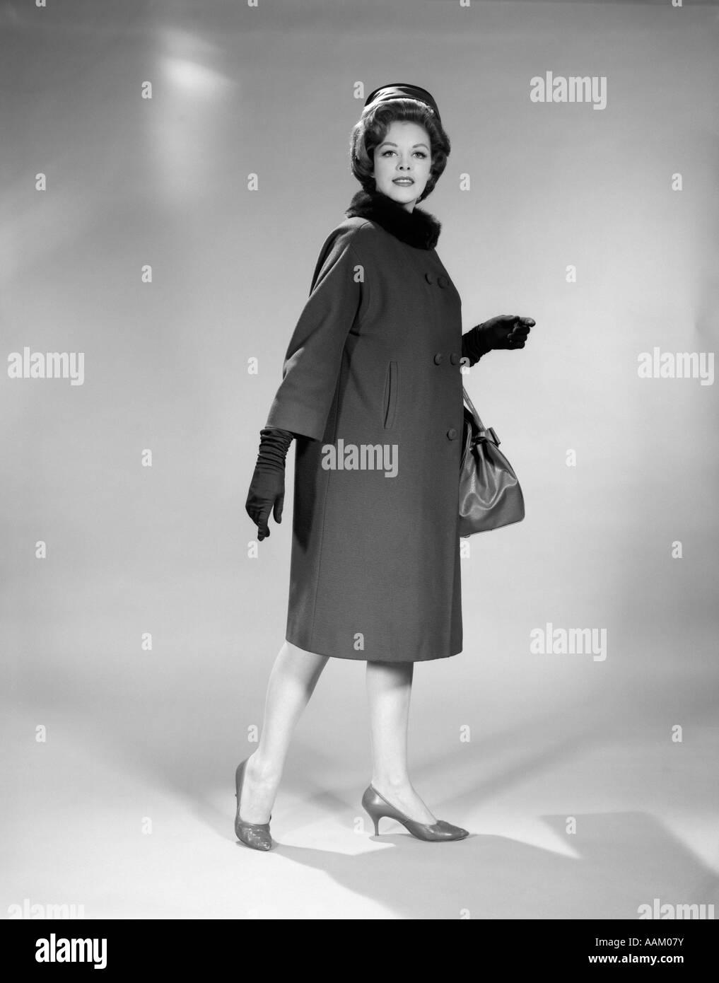 1960s WOMAN FULL LENGTH PILLBOX HAT COAT GLOVES FUR COLLAR HIGH HEELED SHOES HANDBAG STUDIO PORTRAIT LOOKING AT CAMERA  sc 1 st  Alamy & 1960s WOMAN FULL LENGTH PILLBOX HAT COAT GLOVES FUR COLLAR HIGH ... Aboutintivar.Com
