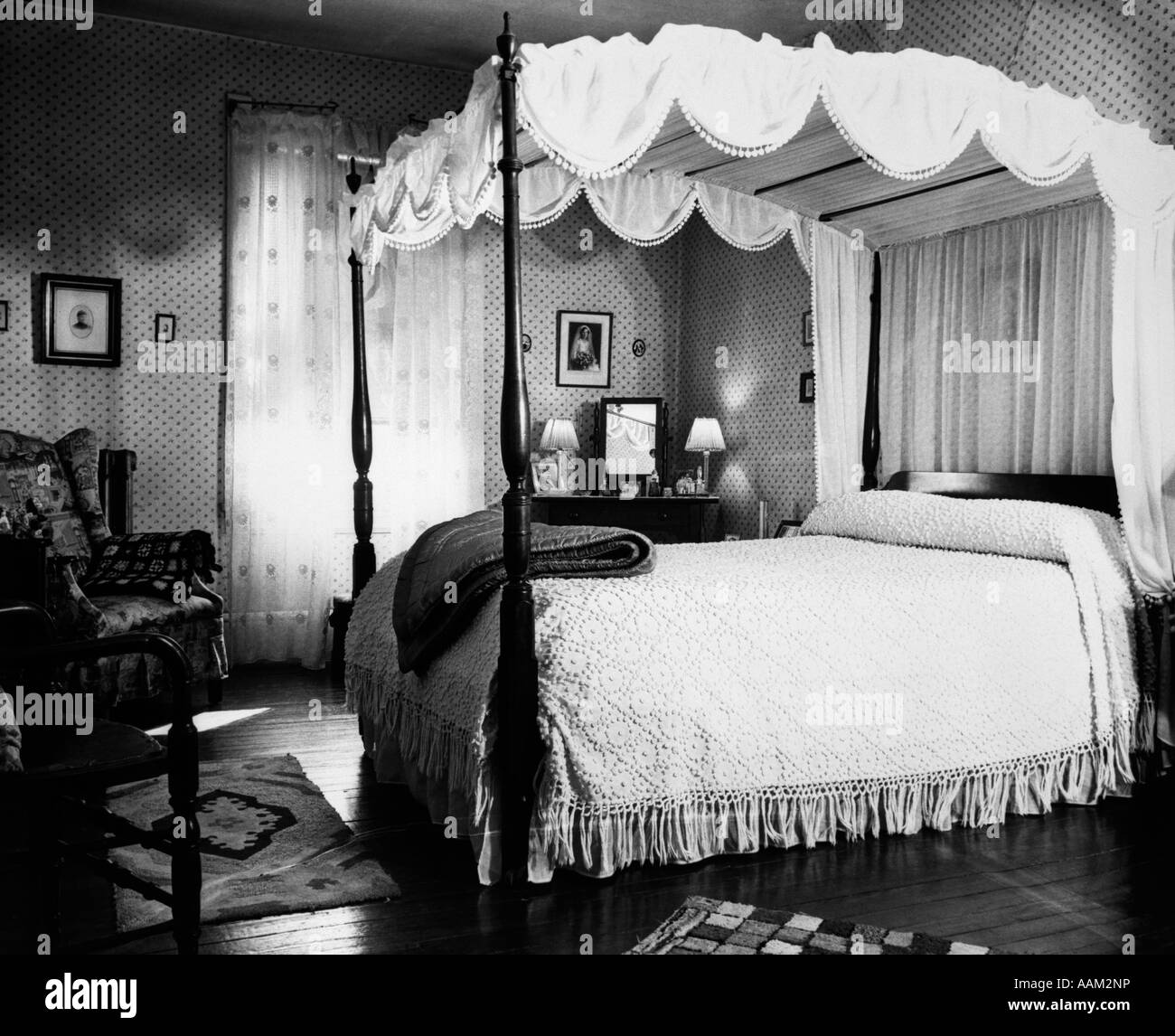 1940s Bedroom With Canopy Bed Chenille Bedspread Stock Photo Royalty Free Image 12657825 Alamy