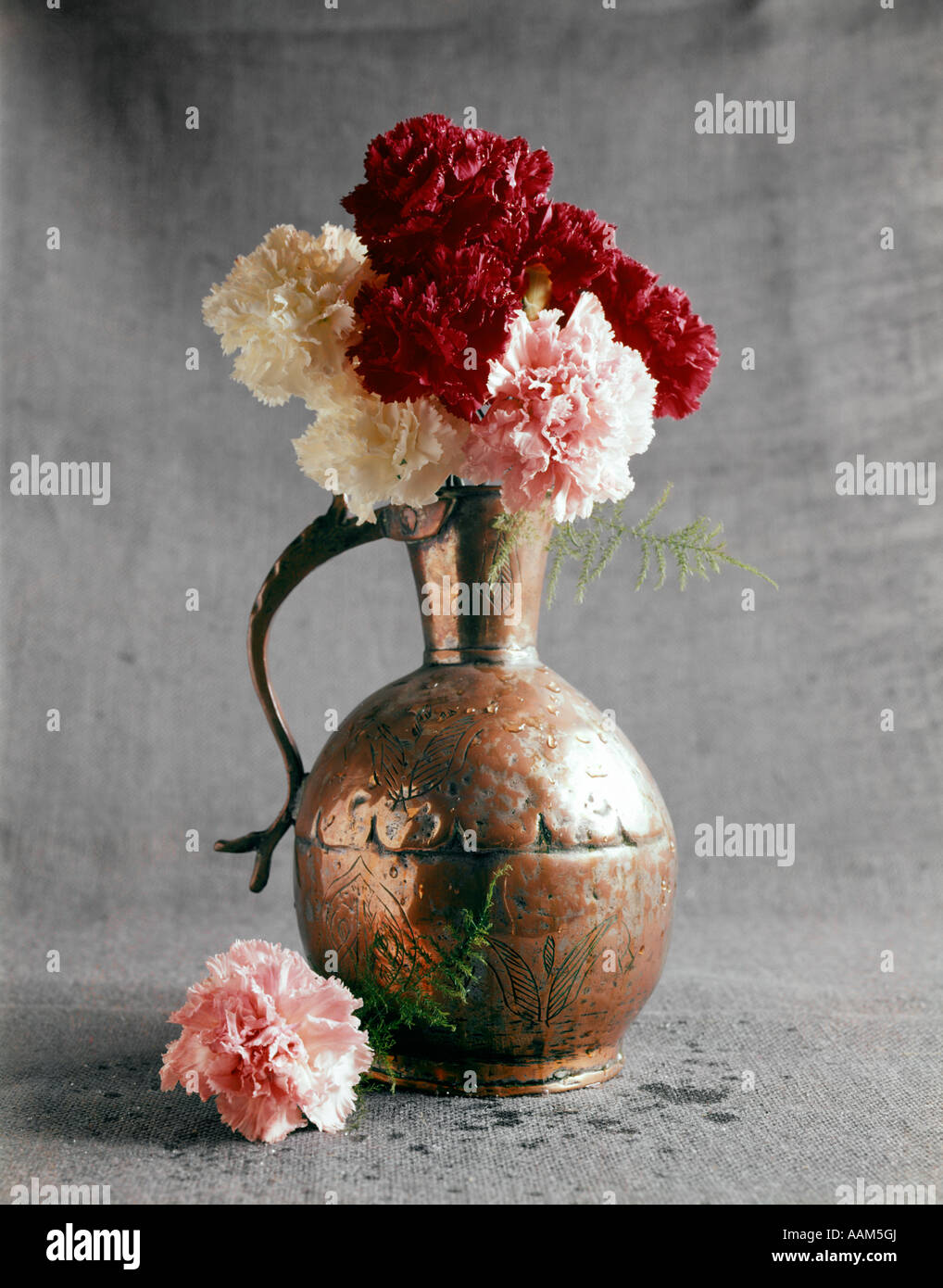 1960s hammered copper vase pink red white carnations simple 1960s hammered copper vase pink red white carnations simple graphic flora arrangement still life mothers day reviewsmspy