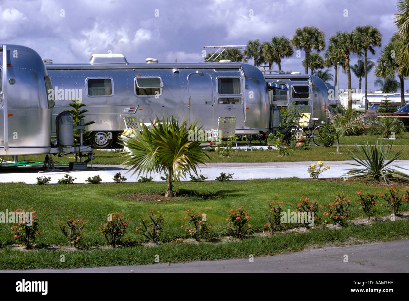 1970 1970s STEEL SILVER AIRSTREAM MOBILE HOME IN FLORIDA TRAILER PARK
