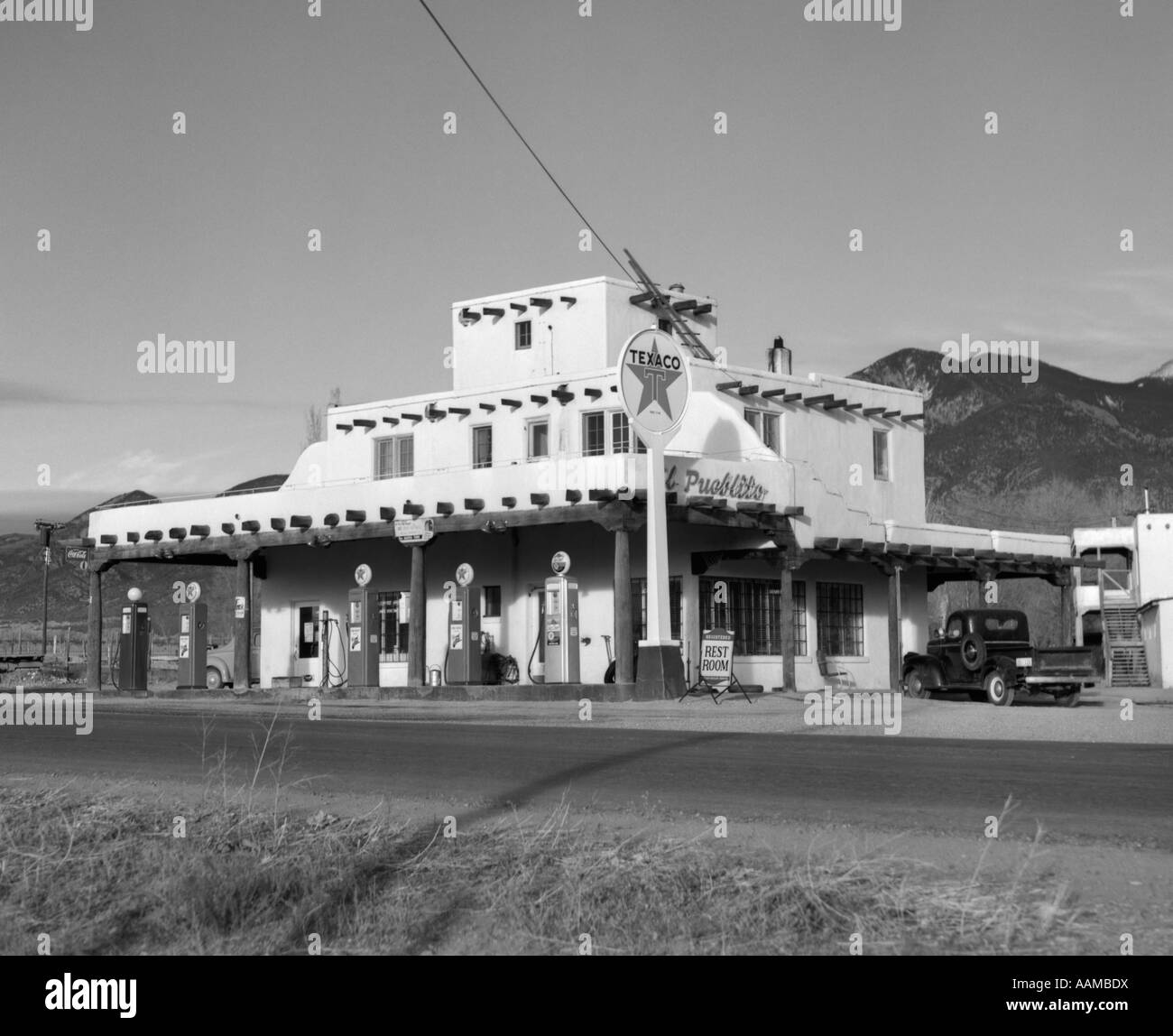 1950s texaco gas station new mexico old fashioned gas for Architecture 1950