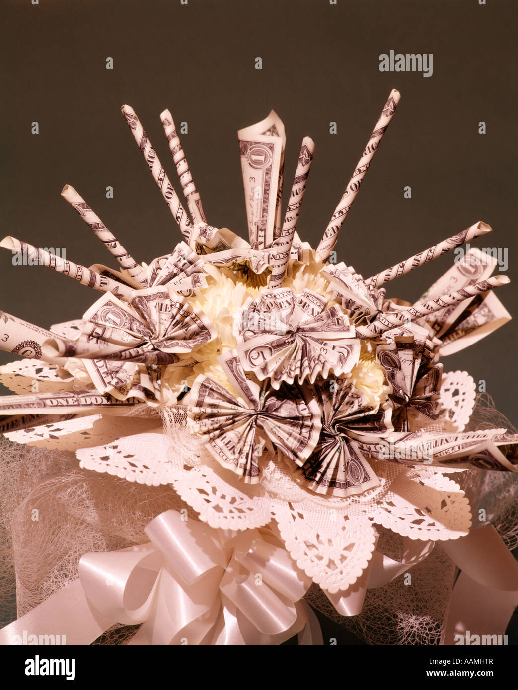 Customary Wedding Gift Dollar Amount : Photo - BRIDAL BOUQUET MADE UP OF MONEY MARRIAGE FINANCES WEDDING GIFT ...