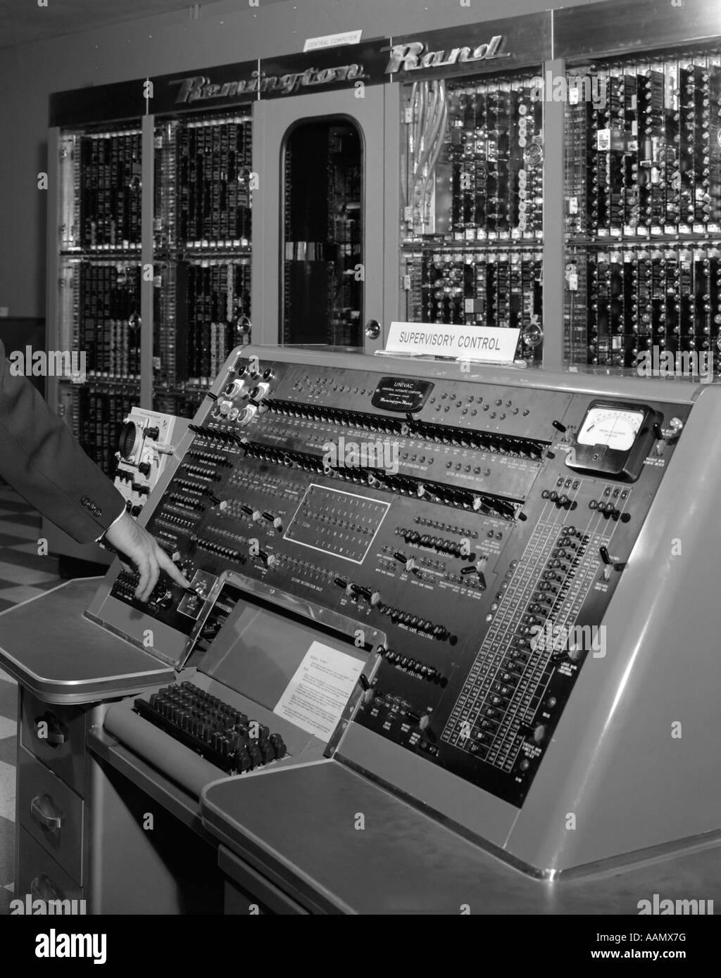 Univac Computer 1950s HAND ON C...