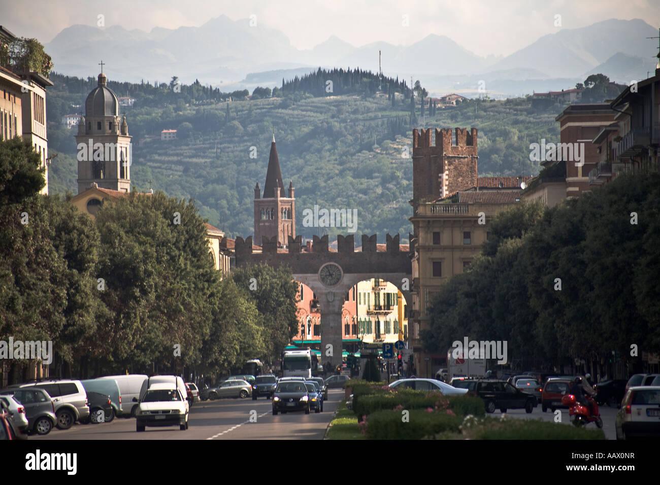 Looking down corso porta nuova towards the gates of piazza - Mezzi pubblici verona porta nuova ...