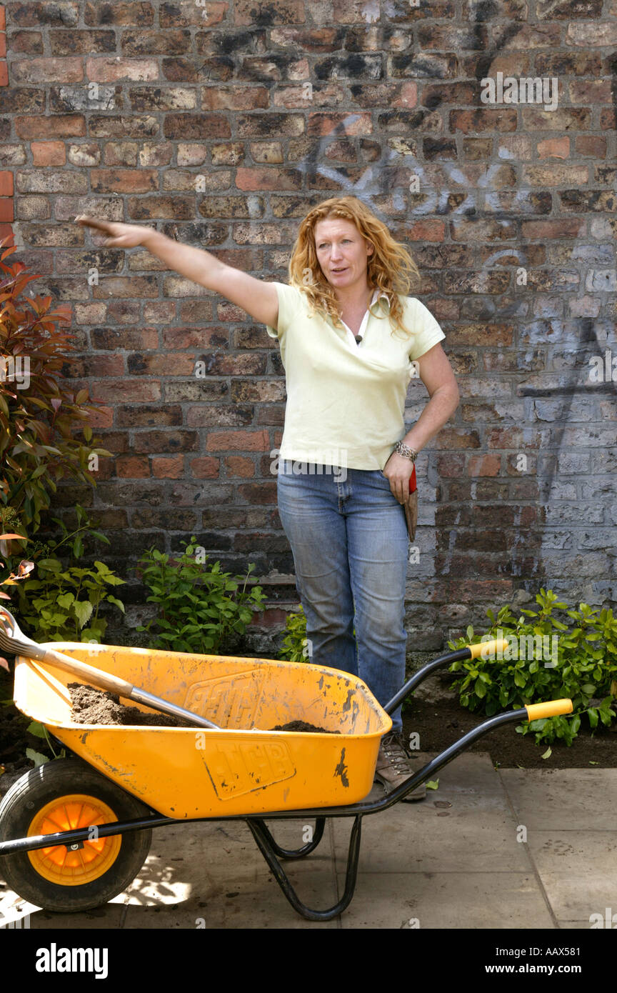 Charlie Dimmock One Of The Groundforce Team A Celebrity
