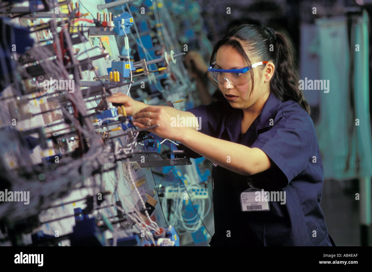 a worker at the delphi automotive maquiladora in ciudad juarez chihuahua AB4EAF maquila mexico stock photos & maquila mexico stock images alamy delphi wiring harness plant india at readyjetset.co