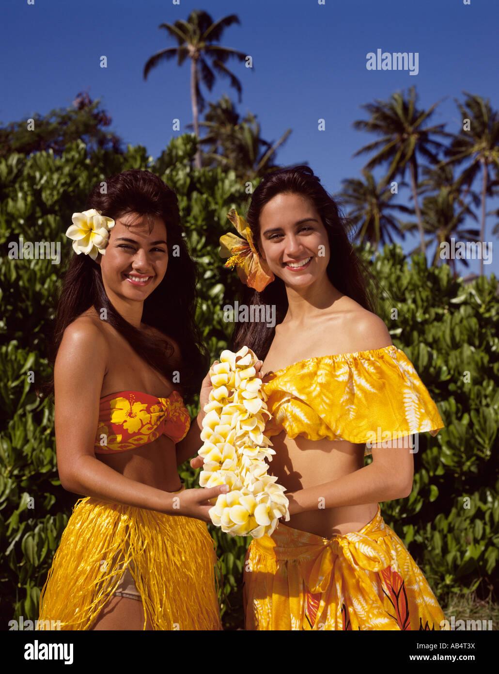 Girls in honolulu