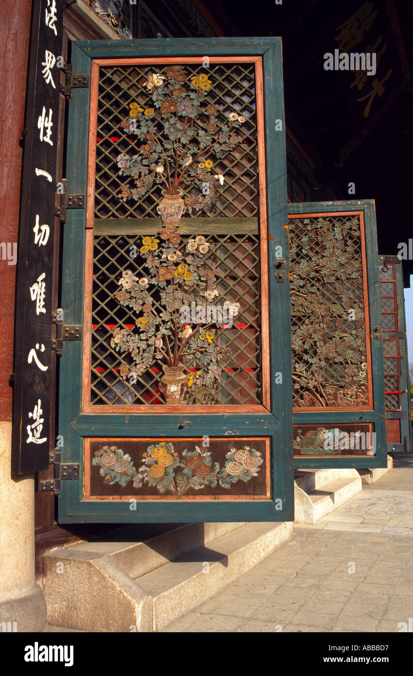Ornate wooden doors of Chogye Sa Temple Insadong Seoul & Ornate wooden doors of Chogye Sa Temple Insadong Seoul Stock Photo ...