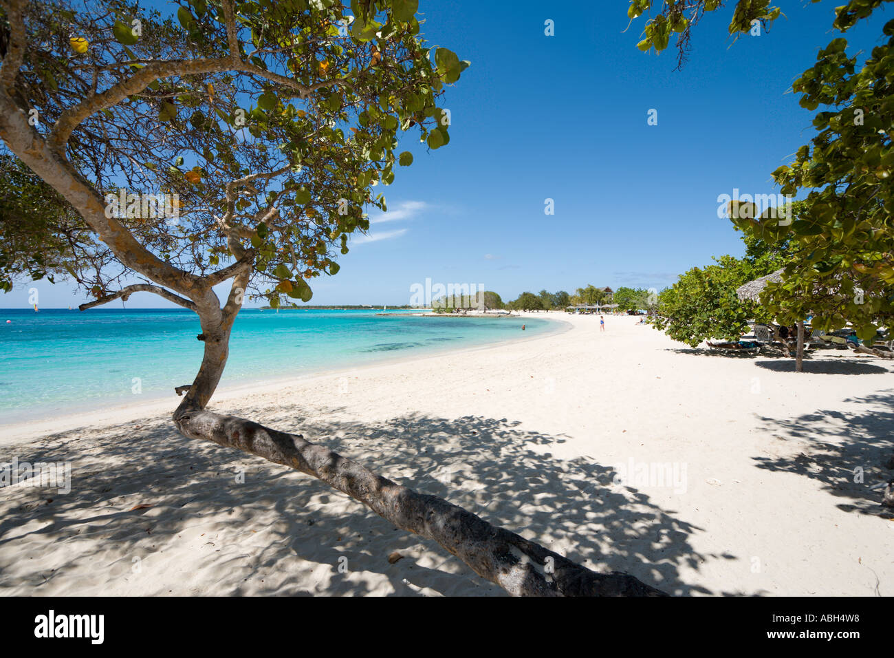 playa-pesquero-guardalavaca-holguin-cuba-caribbean-ABH4W8.jpg