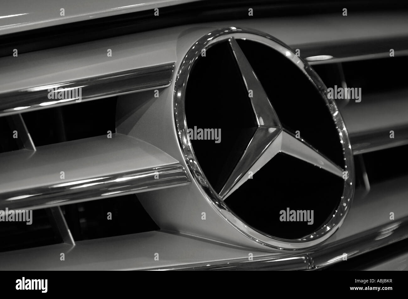 Mercedes benz logo star emblem on a grill of mercedes sl for Star motor cars mercedes
